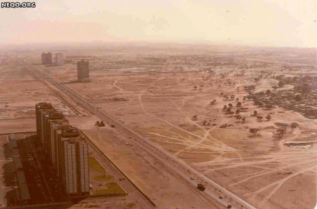 شارع الشيخ زايد بمدينة دبي في الإمارات العربية المتحدة سنة 1990